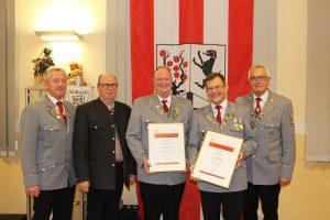 Goldene Dirigentennadel für zwei langjährige Leiter der Stadtkapelle